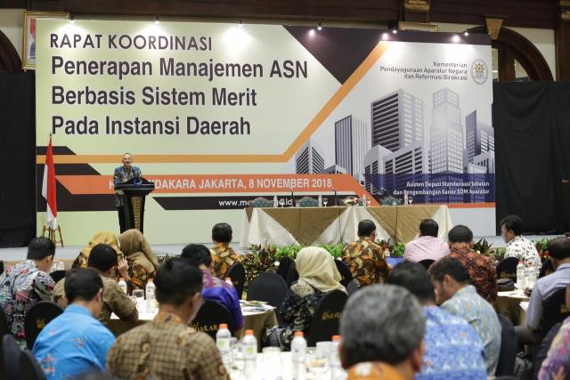 Deputi Bidang SDM Aparatur Kementerian PANRB Setiawan Wangsaatmaja saat pembukaan Rapat Koordinasi Penerapan Manajemen ASN berbasis Sistem Merit pada Instansi Daerah, di Hotel Bidakara Jakarta, Kamis (08/11).
